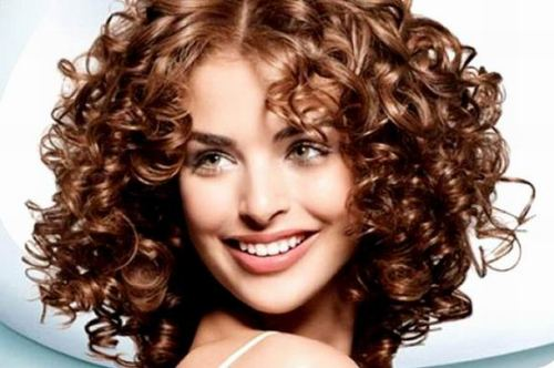 Салон красоты «ГРААЛЬ» в Подольске предлагает накрутку волос на щипцы. Контакты: +7 (901) 402-15-79, +7 (4967) 57-65-47.